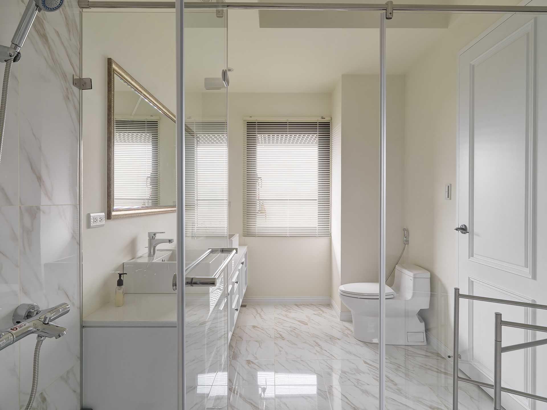 Bathroom,American