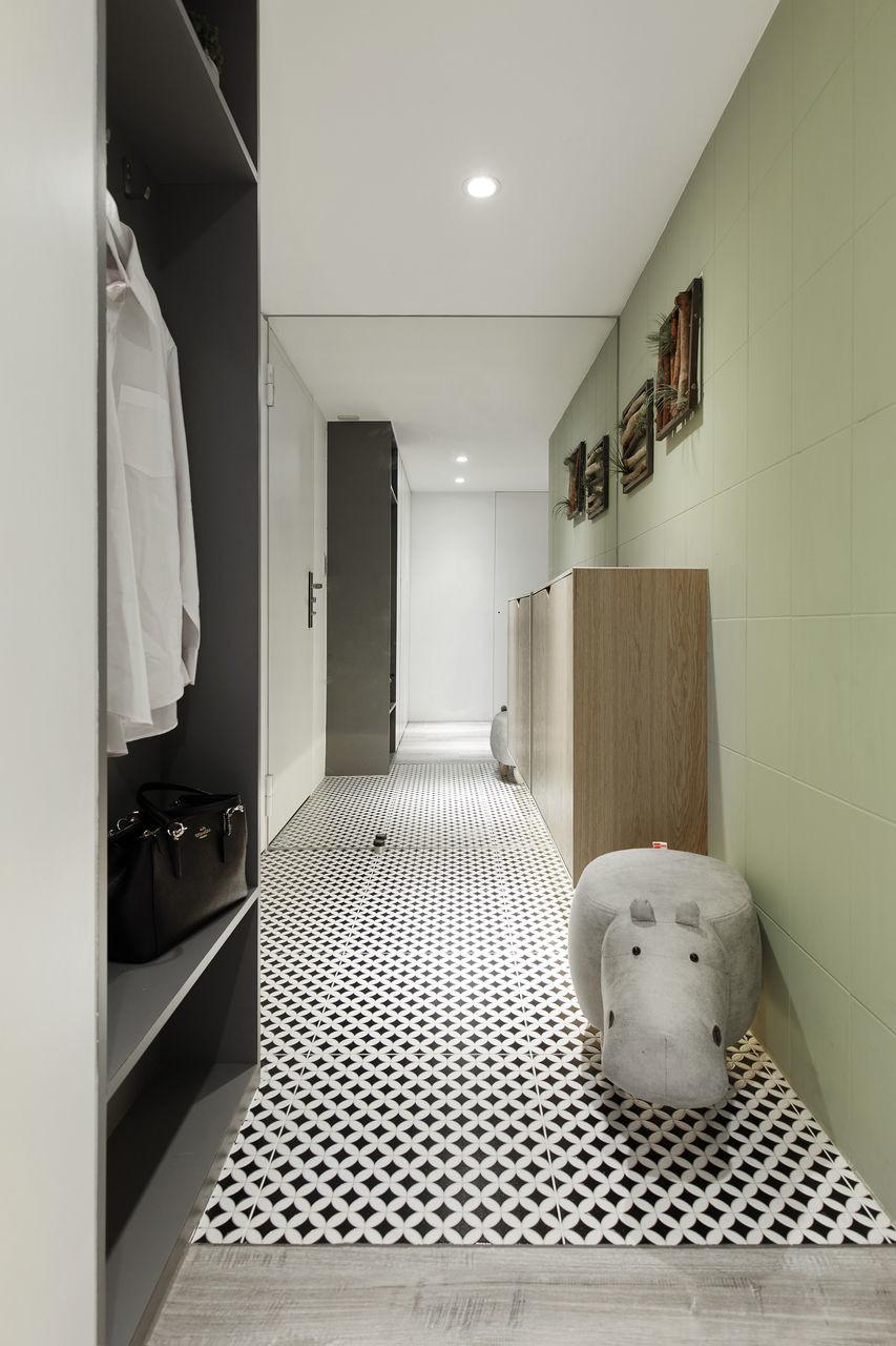 Vestibule,Simplicity