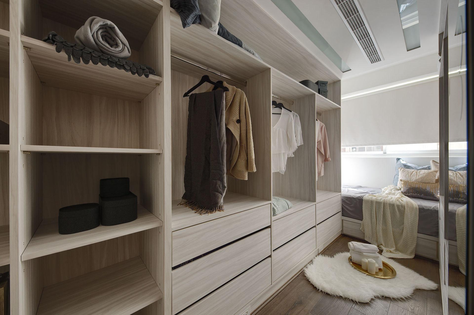 Dressing room,Simplicity